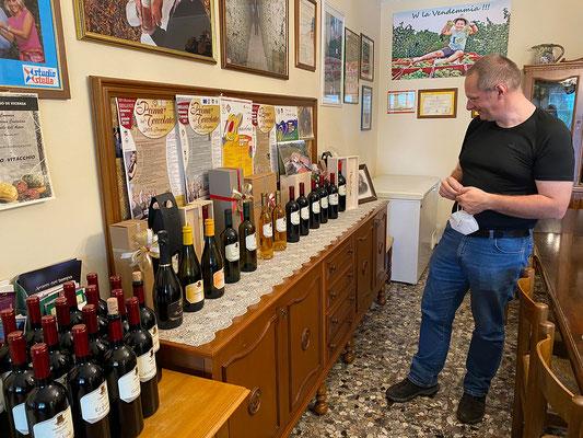 23.5.  Azienda Agricola Vitacchio Emilio: wir decken uns mit ausgezeichnetem Wein ...