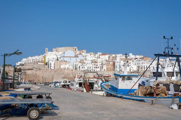 04.04. Auf der Rückfahrt besuchen wir noch den netten Strandort Peñíscola.