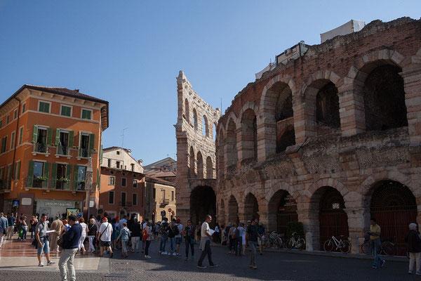 24.09. Verona - Fast 400 Jahre erfreuten Gladiatorenkämpfe in der im 1. Jh. n. Chr. errichteten Arena die Massen.