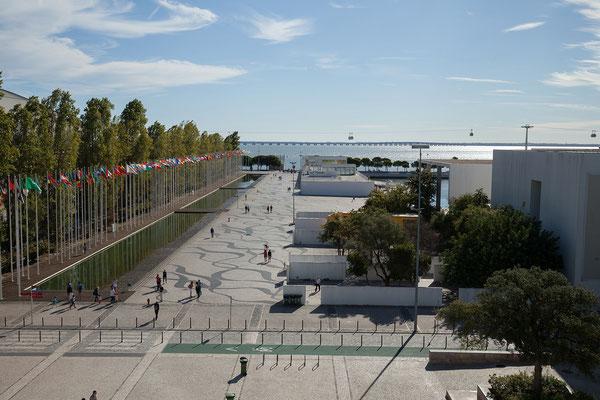 17.09. Parque das Nações: Blick von der Dachterrasse des Centro Vasco da Gama