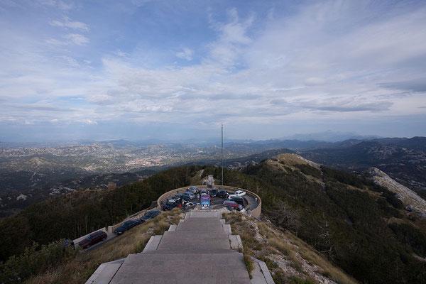 8.9. Die meisten Besucher des Lovćen Nationalpark kommen wegen der selbst ausgewählten letzten Ruhestätte des Dichterfürsten Petar II Njegoš auf dem 1655 m hohen Jezerski Vrh.