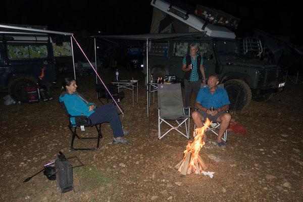 Lagerfeuer mit Maria und Walter