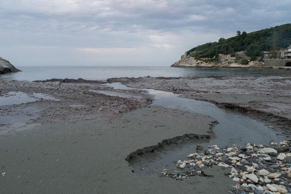 29.05. Von unserem Platz auf der Domaine Cantarelli ist man in zwei Minuten am Meer.