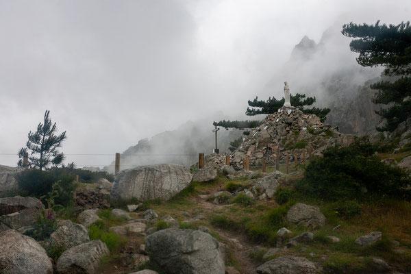 28.5. Am Bavella Pass sind mir mitten in der seit Tagen angekündigten Kaltfront mit Hagel und Graupelschauern.