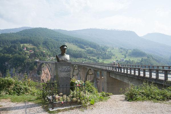 12.9. Die Đurđevića-Tara-Brücke wurde 1941 eröffnet.