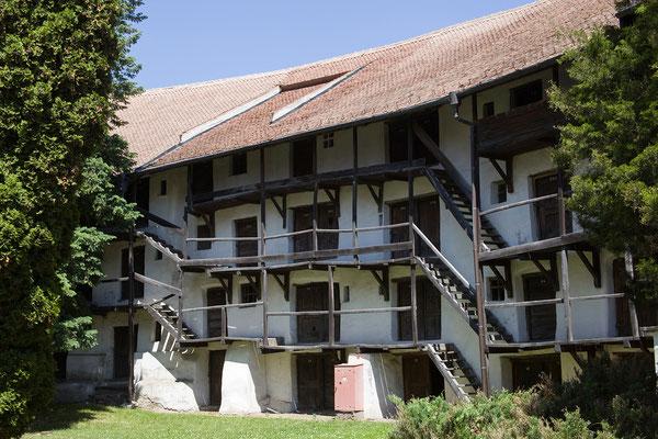 07.06. In der Schutzmauer der Kirchenburg von Prejmer befinden sich 272 Wohn- und Vorratsräume