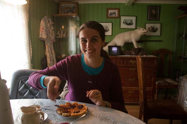 9.8. Westfjorde - Waffeln und Kaffee im Gehöft Litlibær