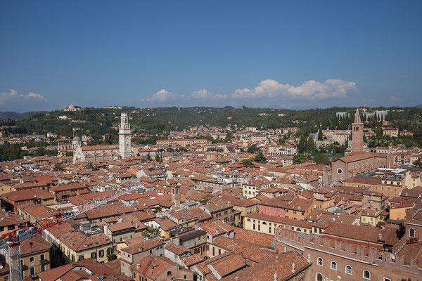 24.09. Verona - Vom 83 m hohen Terre dei Lamberti ist die Aussicht auf Verona atemberaubend