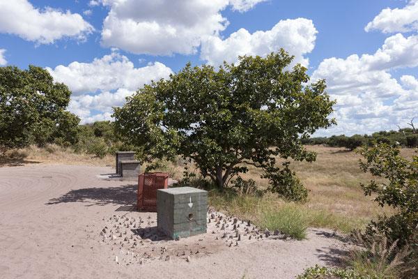 05.05. Chobe NP - Savuti Campsite; auch unser Wasserhahn auf der Campsite ist gegen die Elefanten geschützt.