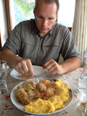 09.06. Măgura: In der Pensiunea Mosorel essen wir ausgezeichnet ud übenachten im Garten.
