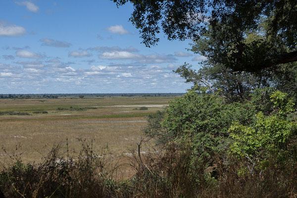 26.4. Bwabwata NP/Kwando Core Area; am Südrand der Sambesi-Region bildet der Kwando die Grenze zu Botswana. Dort formt er die Linyanti Sümpfe und wendet sich als Linyanti nach E, wo er später Chobe genannt wird. Bei Kazungula mündet dieser in den Sambesi.