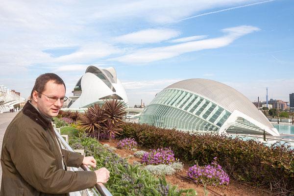 01.04. Das Hemisfèric ist Planetarium und Imax Kino zugleich, den Filmgenuss lassen wir uns natürlich nicht entgehen. Der nicht minder eindrucksvolle Palau de les Arts Reina Sofía ist das Opernhaus von Valencia.