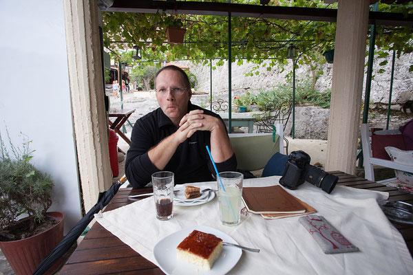 6.9. Süße Pause im Kaldrma. Das Kaldrma ist eines von vielen Restaurants auf dem Weg von Stari Bar in Richtung Parkplatz.