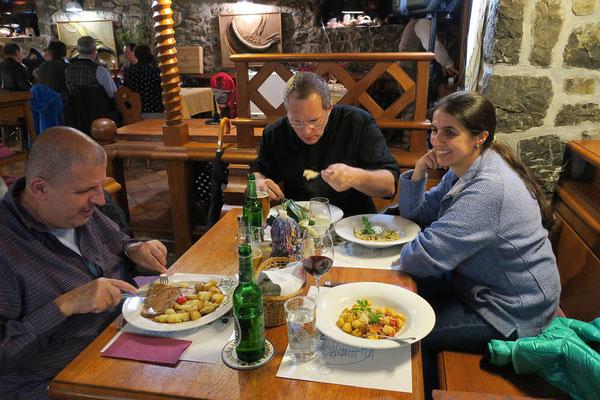 04.05. Am Abend unternehmen wir noch einen Spaziergang durch Škofja Loka und essen ausgezeichnet in der Gostilna Kašča.