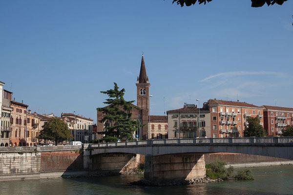 23.09. Verona - Über den Ponte Nuovo del Populo geht es wieder auf die andere Flussseite.