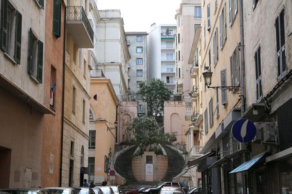 6.6. Schließlich kommen wir in Bastia an uns unternehmen einen ausführlichen Stadtspaziergang.