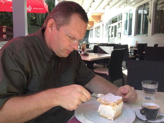 In Bled gönnen wir uns eine Cremeschnitte