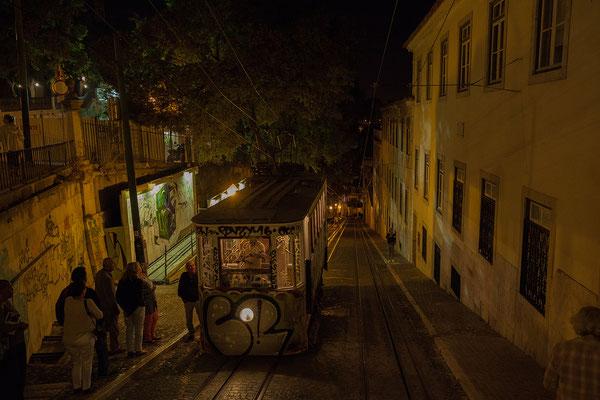 14.09. Der Ascensor da Glória bringt uns auch am Abend wieder nach Hause!