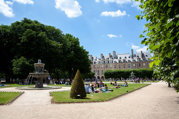 13.06. Weiter gehts ins Marais: Place des Vosges