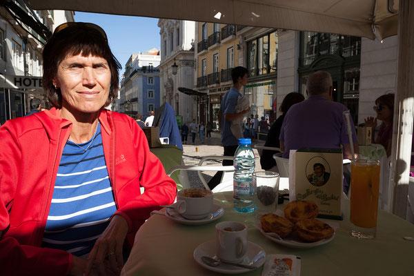 17.09. Im Café A Brasileira war bereits Fernando Pessoa zu Gast