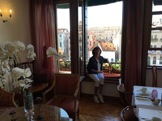 01.07. Der tolle Frühstücksraum des Ca' Angeli hat direkten Blick auf den Canal Grande.