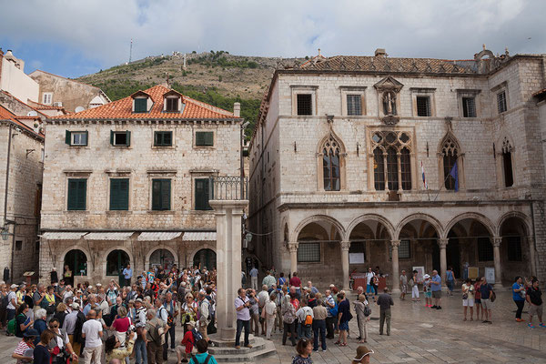 21.09. Dubrovnik - der Sponzapalast gehört zu den wenign Bauwerken, die das Erdbeben 1667 überstanden.