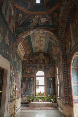 14.6. Im Kloster Tismana befindet sich das Grabmal des Hl. Nicodim von Tismana.