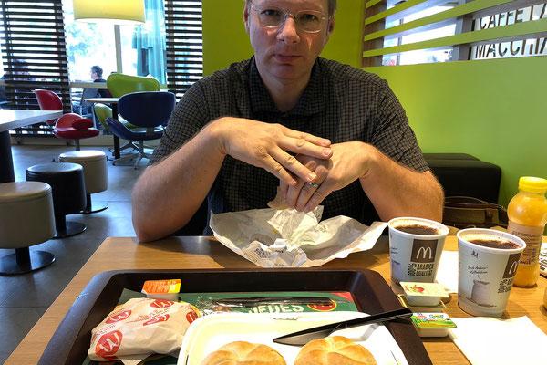 26.05. Frühstück bei McDonalds in Graz vor der Abfahrt