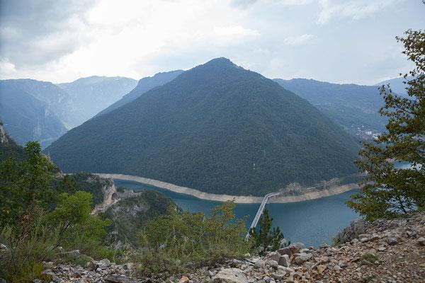 10.9. Der Piva Stausee entstand 1976 durch Aufstauung des Flusses Piva.