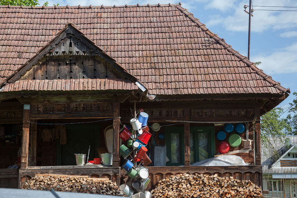18.6. Breb - Topfbäume zeigen traditionell an, dass im Haus eine heiratswillige Frau lebt.