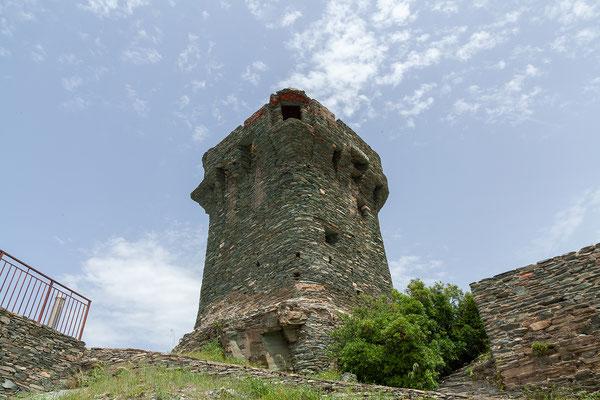 29.05. Der 4eckige Turm von Nonza ist kein Genusenturm; er stammt wie die anderen eckigen Türme auf der Insel aus den 120 Jahren der vorausgehenden pisanischen Besetzung.