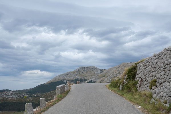 9.9. Durch die Berge geht es Richtung Cetinje.