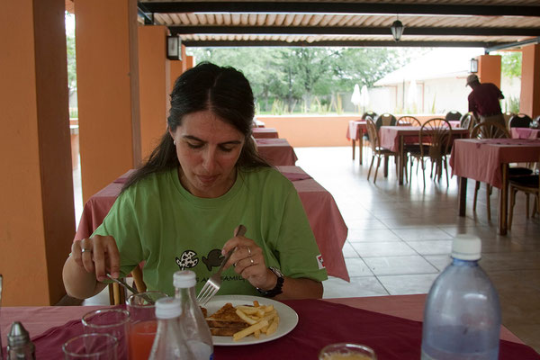 25.2. Etosha - Mittagessen in Halali