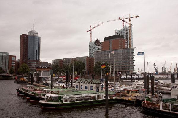 22.07.  Künftig wird die Elbphilharmonie das Bild des Hafens prägen.