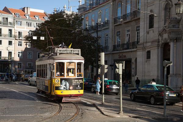 17.09. Da gerade Platz ist, fahren  wir eine Runde mit der berühmten Straßenbahn Nummer 28.