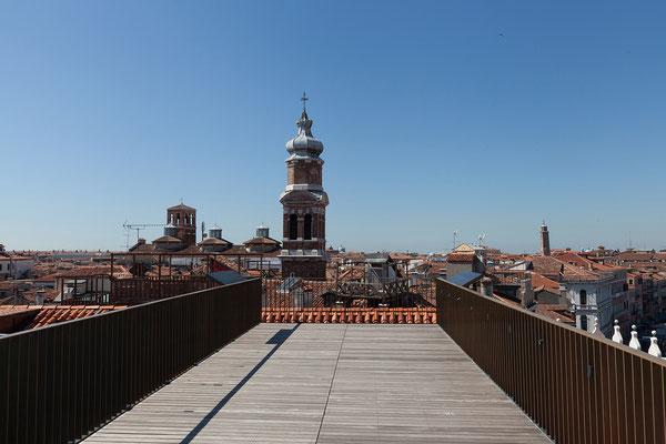 01.07. Fondaco dei Tedeschi: von der Dachterrasse bietet sich ein traumhafter Blick über Venedig