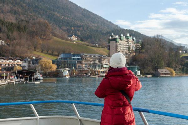 Mit dem Schiff nach Strobl. Blick zurück auf St. Wolfgang.