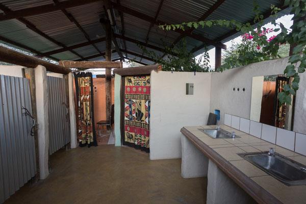 13.05. Tiaans Camp, liebevoll gestaltete Sanitärs