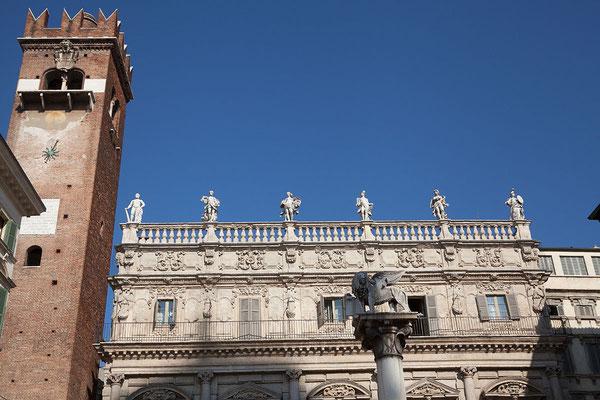 24.09. Verona - die Piazza delle Erbe war der zentrale Platz des altrömischen Verona
