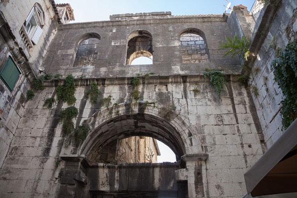 22.09. Split - Diokletianspalast (Eisernes Tor/Westtor)