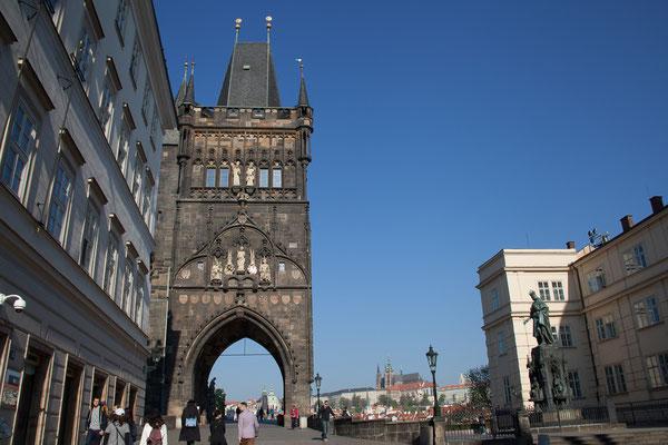 06.05. Karlsbrücke; dank der frühen Stunde mit wenigen anderen Touristen