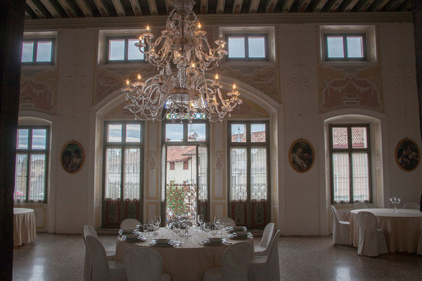 Maniago. Sonja und ich besuchen den Palazzo D' Attimis.