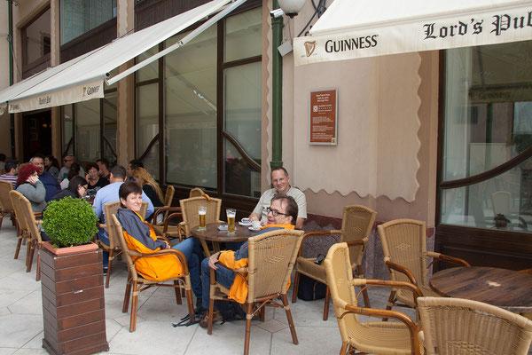 11.6. Oradea: Auf der Piaţa Unirii haben nette Cafés eröffnet.