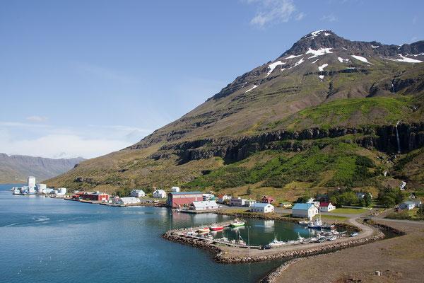 21.8. Wir verlassen Island bei bestem Wetter.