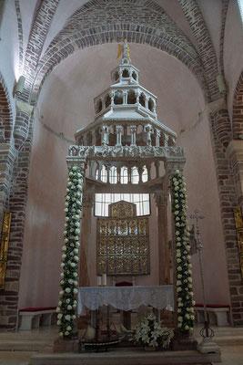 18.9. Kotor - Unter den Kustwerken von Sv. Trifun dominiert der große silberne Altar.