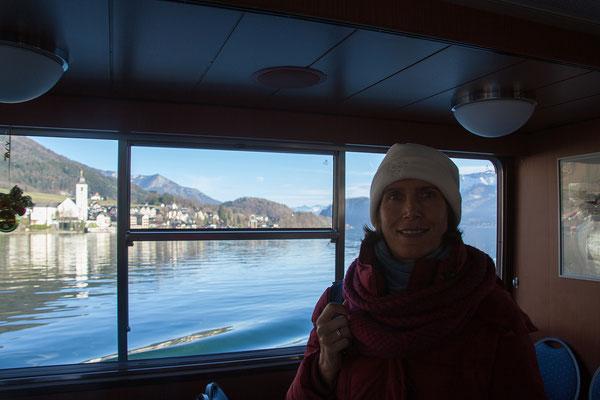 Mit dem Schiff fahren wir nach St. Wolfgang