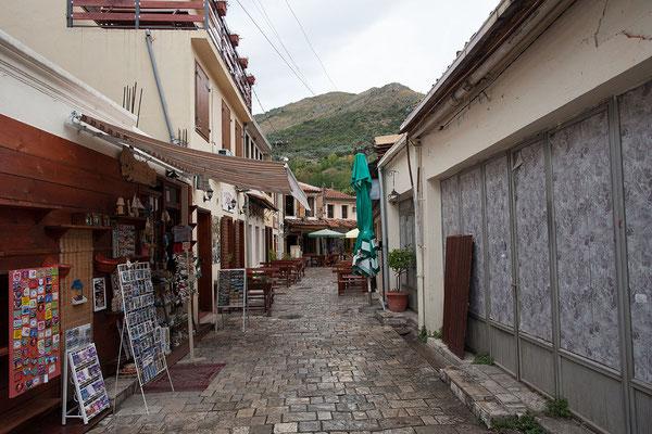 6.9. An der Küste angekommen, besuchen wir Stari Bar.