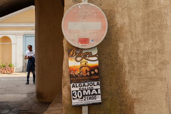 30.05. In Algajola besuchen wir ein Konzert von Balagna.