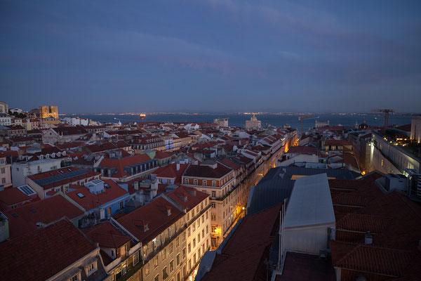 14.09. Tolle Aussicht vom Elevador de Santa Justa: Sé (Kathedrale), Praça de Comércio