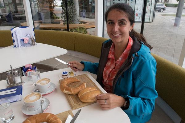 14.06 Frühstück vor der Abfahrt